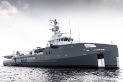 27176-superyacht-support-vessel-6711-sold-by-imperial