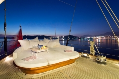 sailing-yacht-regina-aft-deck-lounging