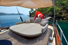 sailing-yacht-regina-aft-lounging-area