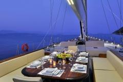sailing-yacht-regina-alfresco-dining (1)