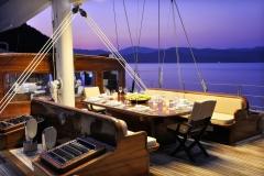 sailing-yacht-regina-alfresco-dinner-setting