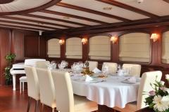 sailing-yacht-regina-formal-dining