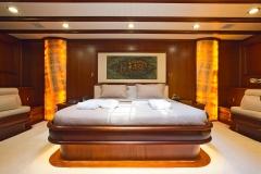 sailing-yacht-regina-forward-master-cabin