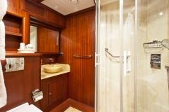 sailing-yacht-regina-guest-bath
