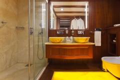 sailing-yacht-regina-master-bathroom