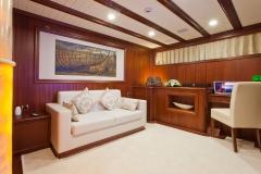 sailing-yacht-regina-master-lounge