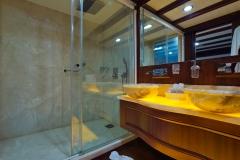 sailing-yacht-regina-master1-bath