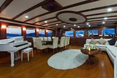 sailing-yacht-regina-salon