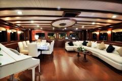 sailing-yacht-regina-saloon