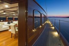 sailing-yacht-regina-side-decks