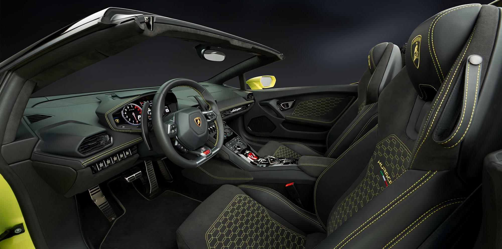 lamborghini-huracan-rear-wheel-drive-spyder-interior