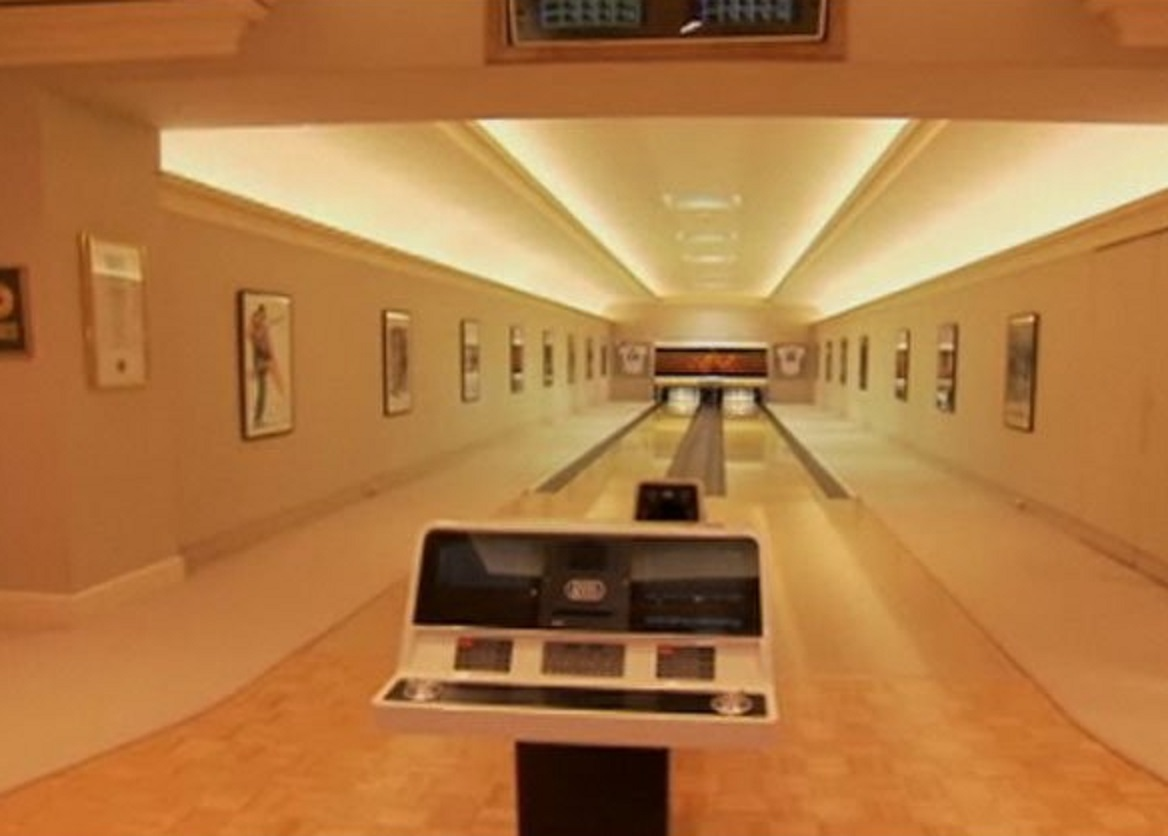The Manor Bowling Lanes