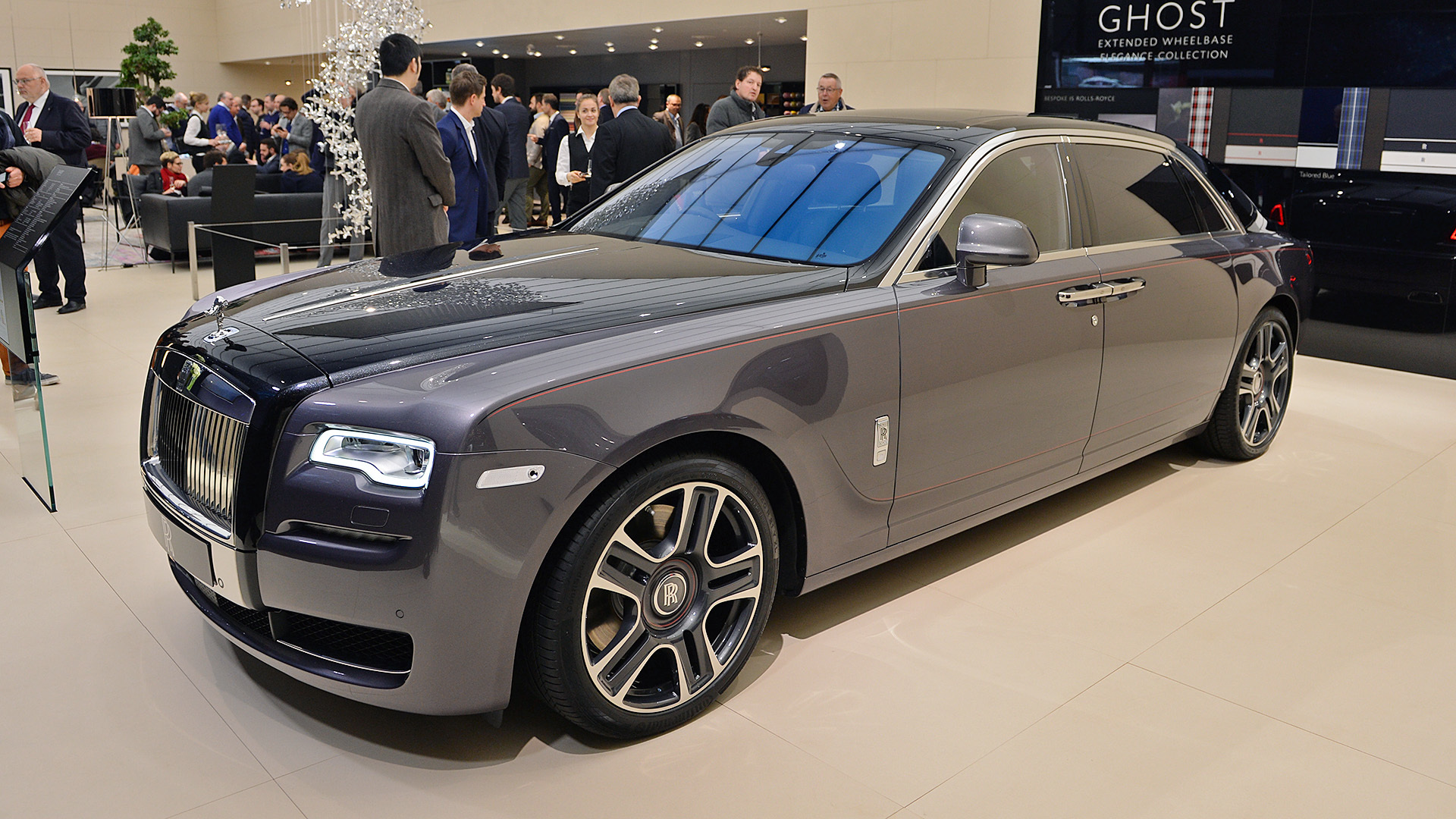 rolls royce debuts ghost painted with a thousand crushed diamonds forever mogul. Black Bedroom Furniture Sets. Home Design Ideas